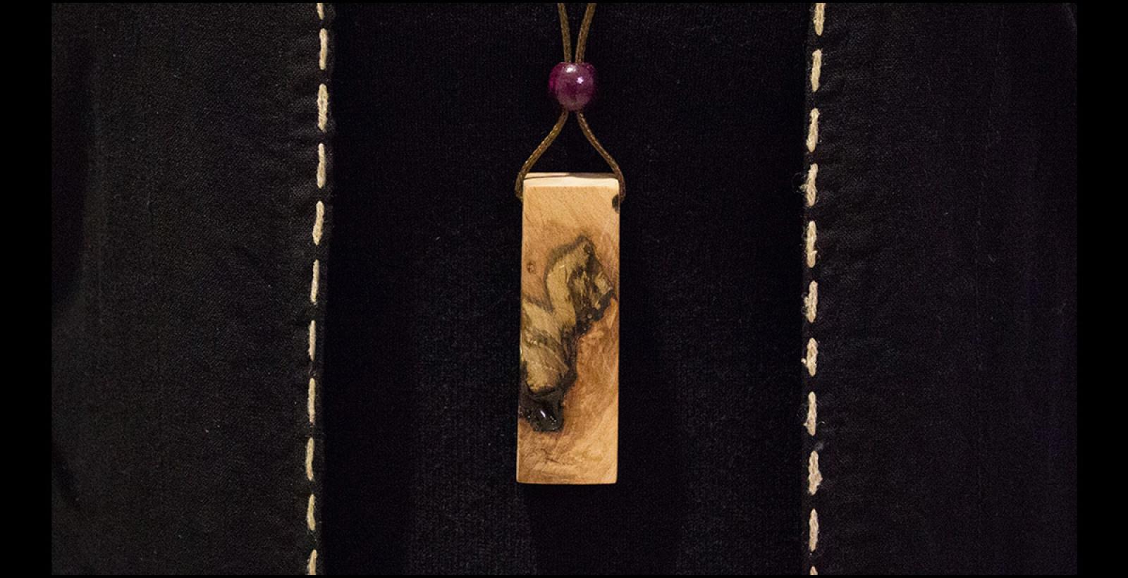 گردنبند طرح چوب خاص --- N7